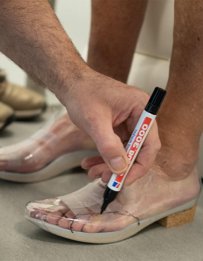Orthopedische-schoenen-passen